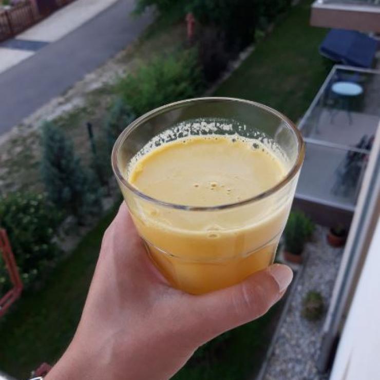 Alma-narancs juice